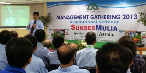 Jamil Azzaini dalam salah satu sesi Mulia Group Management Gathering 2013