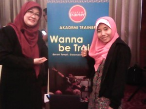 Wiwik Suryandarini bersama bunda Kastini di event Wanna Be Trainer