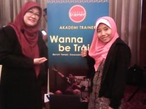 Wiwik Suryandarini bersama bunda Kastini di event Wanna Be Trainer