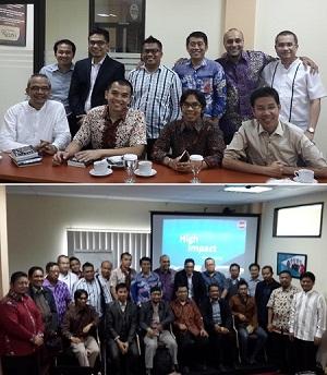 Keterangan foto: Usai berbagi ilmu, berfoto dengan para motivator dan peserta (bawah).