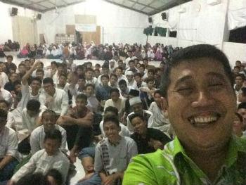 Selesai berbagi dengan anak-anak muda, pelajar SMA Insantama Bogor. Luar biasa semangatnya.